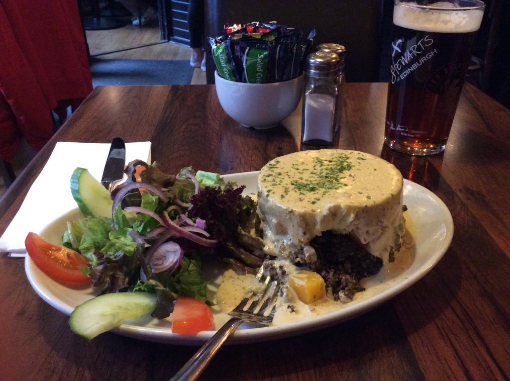 haggis-and-a-pint-edinburgh-scotland-2014-amy-cools