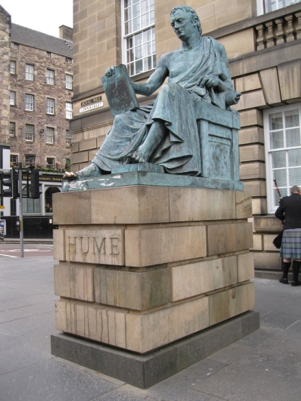statue-of-david-hume-on-the-royal-mile-edinburgh-2014-amy-cools