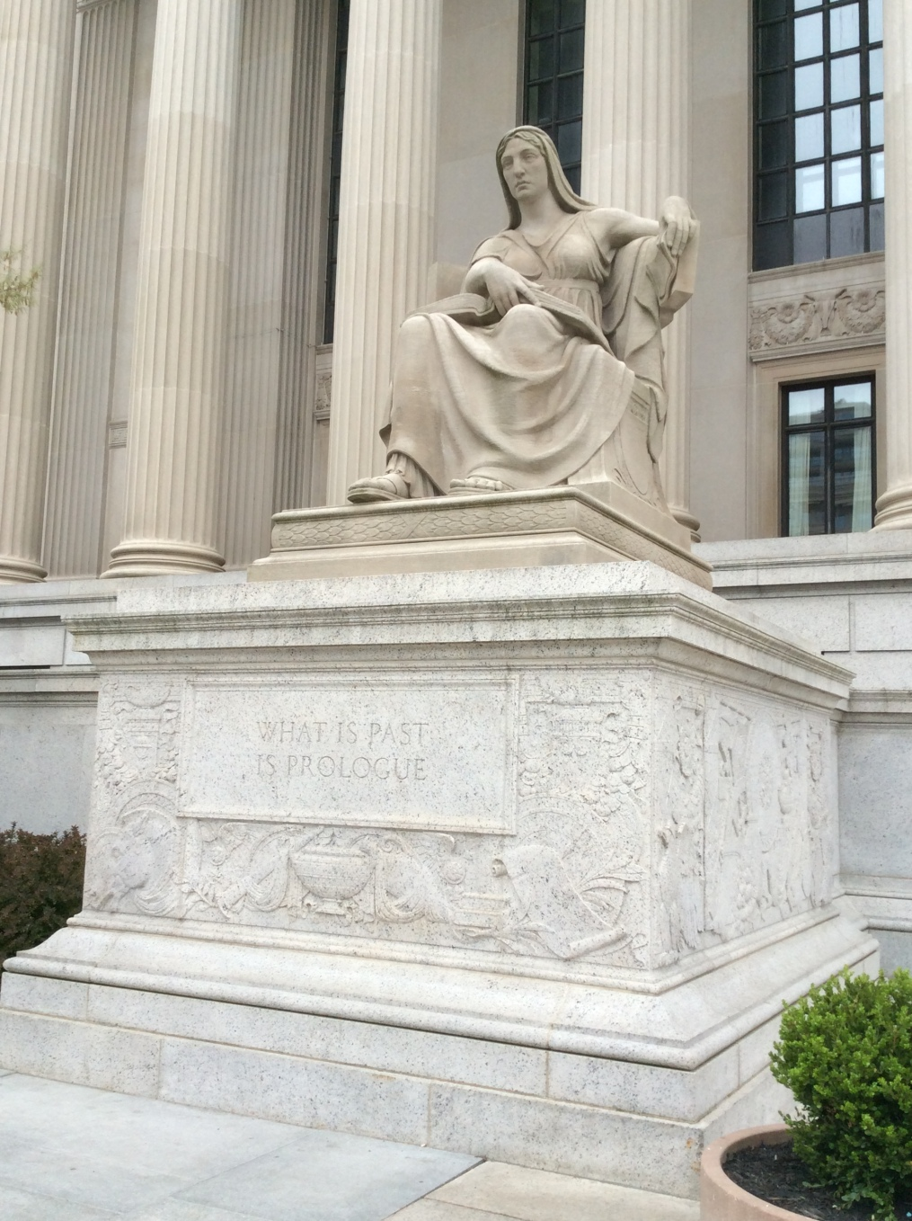 What's Past is Prologue statue, National Archives in Washington DC, 2015 Amy Cools