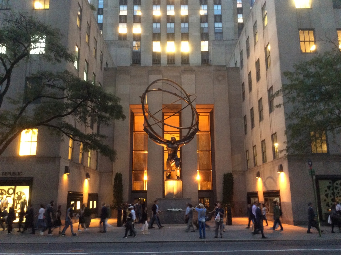 the-rockefeller-center-courtyard-in-the-evening-2016-amy-cools