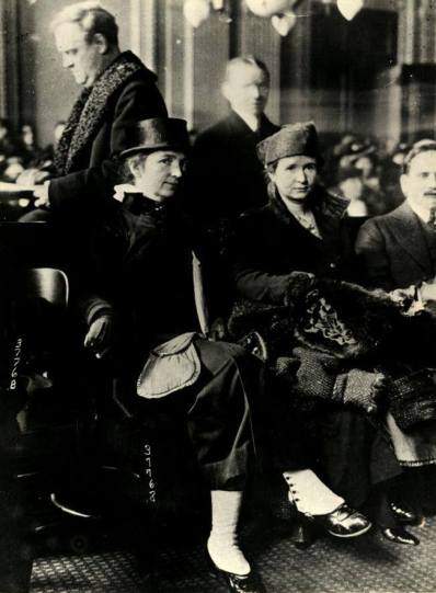 Margaret Sanger and Ethel Byrne in court, 1916, image public domain