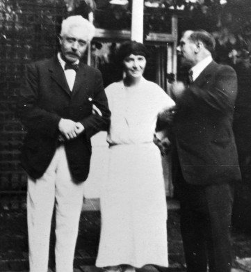 Margaret Sanger with H.G. Wells (right), 1920